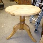 Pine pub table